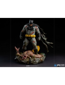 Batman: Dark Knight diorama...